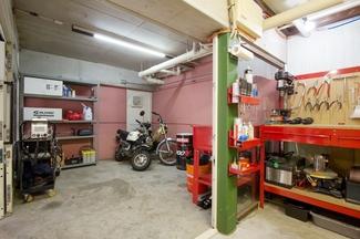 鎌倉 バイク 修理 整備 カスタム オートバイ ベスパ トモス モンキー ジャイロ カブ など の整備 修理 カスタム 改造 を行う モトビレッジ 工場内風景 4